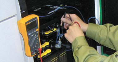 蓄電池施工